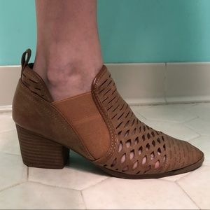 ANKLE BOOTIES. Size 6 1/2 US
